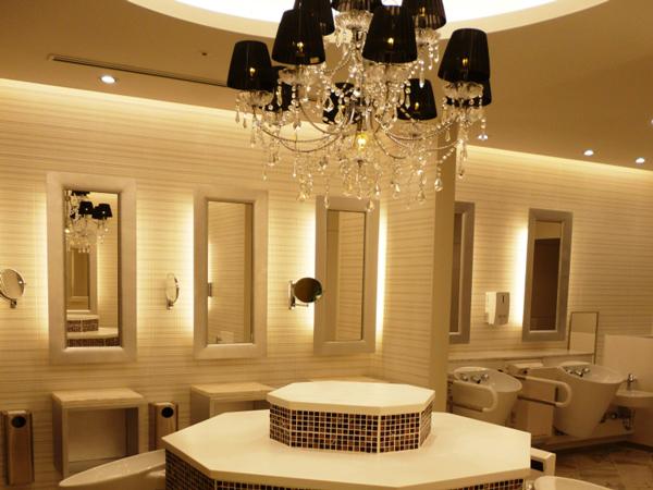 百貨店のデザイントイレ