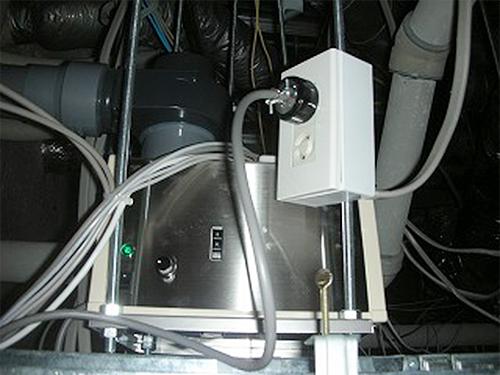 天井裏に設置した香り発散器