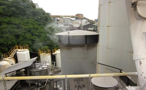 工場の排気口2
