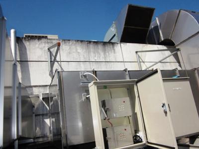 お弁当製造工場に取り付けた中和消臭器