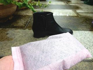 リサイクル活性炭で靴の消臭