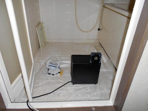 浴室のニオイを消す中和消臭器