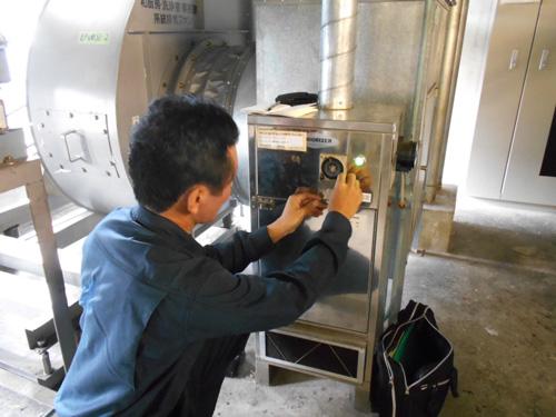 消臭器の点検1
