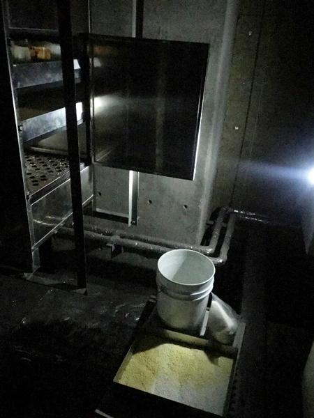 天井内の消臭器