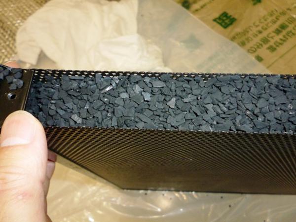 フィルター内部の活性炭