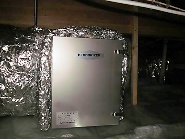 保育園の厨房排気ダクトに取り付けた消臭器