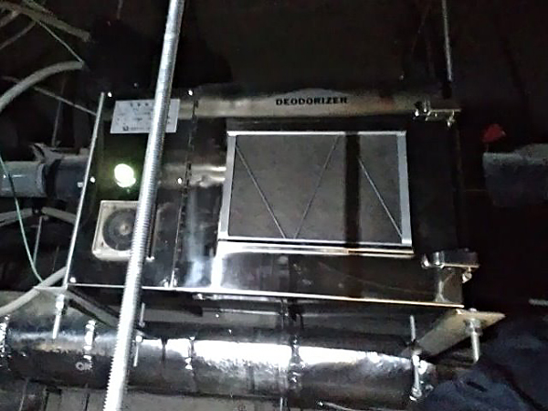 天井裏に設置した森林浴消臭器