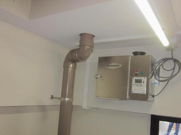 ゴミ置き場に設置した消臭器2