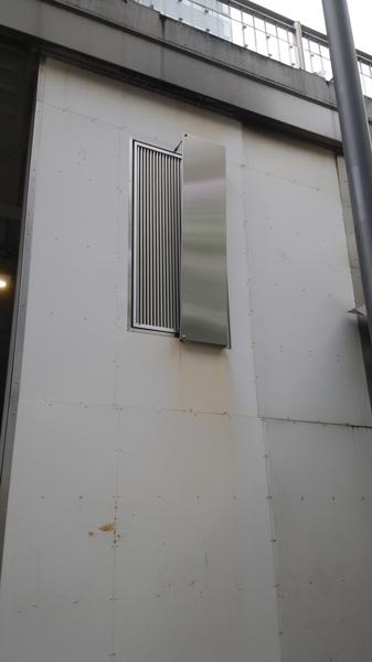 喫煙所の排気口