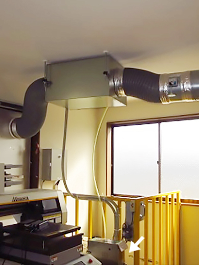 アクリル加工工場に設置した中和消臭器