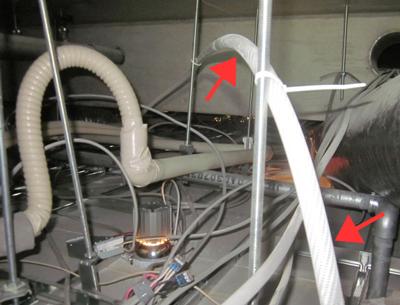 天井内配管の様子