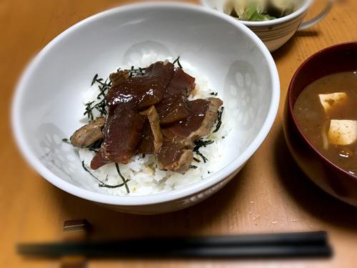 カツオの韓国風漬け丼